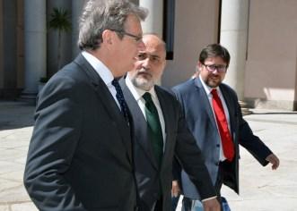 El presidente del Tribunal Constitucional a su llegada al Campus de Toledo con el rector y el director del Centro de Estudios Europeos