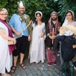 Personal de la Escuela de Traductores vestido para la ocasión