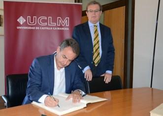 Rodríguez Zapatero firmó en el Libro de Honor de la UCLM