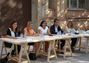 Autoridades participantes en la inauguración del curso
