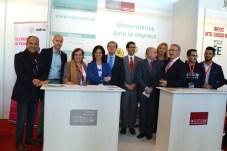 El estand del CIPE, con sus profesionales y los responsables institucionales