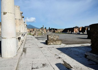 """""""Foro di Pompei"""" by Ghido - Own work. Licensed under CC BY-SA 3.0 via Wikimedia Commons - https://commons.wikimedia.org/wiki/File:Foro_di_Pompei.JPG#/media/File:Foro_di_Pompei.JPG"""