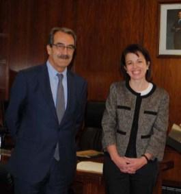Emilio Ontiveros junto a Reyes Estévez tras la toma de posesión como presidente del Consejo Social