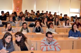 Un grupo de estudiantes asistentes a la charla