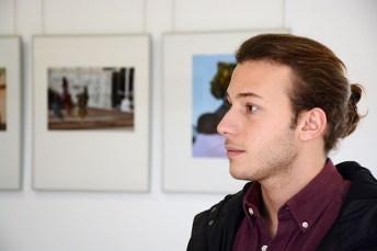 El autor de la muestra, el alumno de Periodismo Alex Basha