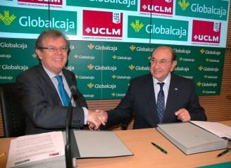 Miguel Ángel Collado e Higinio Olivares, tras la firma del convenio
