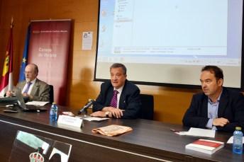Desde la izquierda, los profesores Luis Arroyo, Juan José Rubio y Adán Nieto, en la inauguración del curso