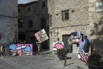 La obra intenta captar la esencia de los murales de gran tamaño realizados por el autor.