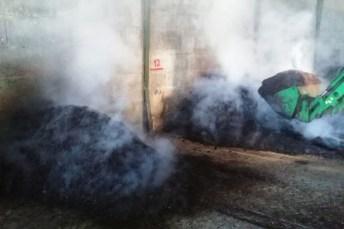 Desprendimiento de vapor de agua a consecuencia del proceso de compostaje. Foto del grupo Suelos Vitícolas de la UCLM