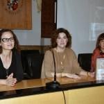 Profesoras Rodríguez, Valmaña y Polo en la presentación de la obra