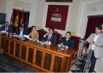 Autoridades asistentes a la entrega de diplomas