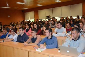 Alumnos asistentes a la presentación del libro de Jáuregui