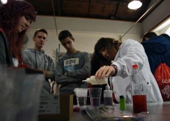 Futuros universitarios en los laboratorios de Bioquímica