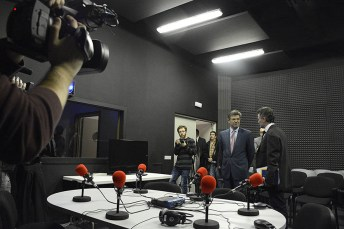 El ministro durante su visita a las instalaciones de la Facultad de Periodismo