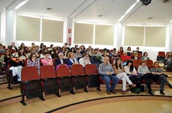 Alumnos y profesores asistentes a la presentación de la obra de Guasch