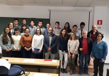 Estudiantes y representantes académicos en el Campus de Albacete