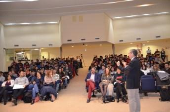 Numerosos estudiantes se interesaron por la charla de Antonio Vallecillo