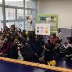 Niños participando de los talleres