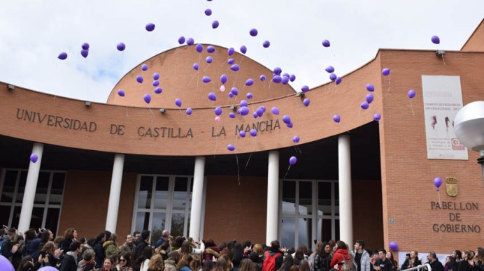 Acto reivindicativo de los estudiantes de la UCLM en el Día Internacional de la Mujer (Albacete)