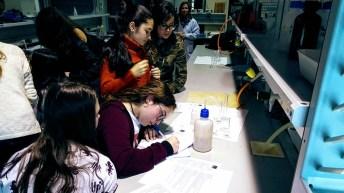 Alumnos del IES Sefarad en los laboratorios de Ciencias Ambientales y Bioquímica