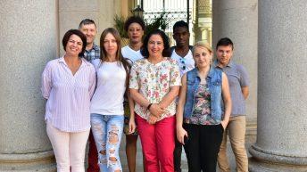 La vicerrectora con algunos de los participantes en el curso. © Gabinete de Comunicación UCLM