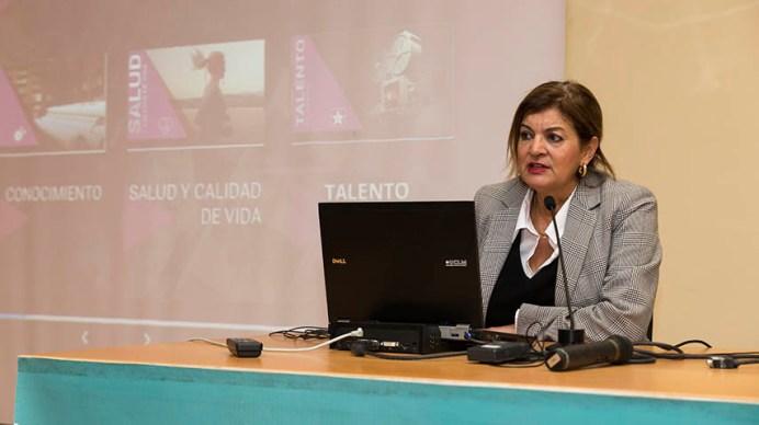 La directora general de CMM, Carmen Amores, durante su visita al Campus de Cuenca de la UCLM © Alex Basha