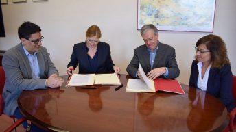 Momento de la firma © Gabinete de Comunicación UCLM