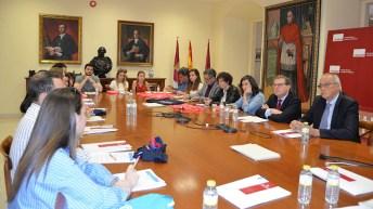 Reunión del rector con alumnos y profesores del Programa de Cooperación al Desarrollo. © Gabinete de Comunicación UCLM