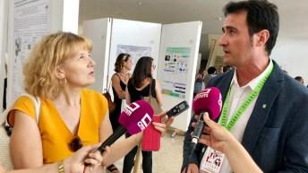 El director del IREC, Rafael Mateo, atiende a los medios de comunicación © Gabinete de Comunicación UCLM