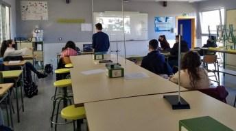 """""""Entrevista a una científica desde tu aula"""". I.E.S Pinar de Salomón (Aguas Nuevas) y Colegio Virgen de la Paz (Campo de Criptana) © UCLM"""