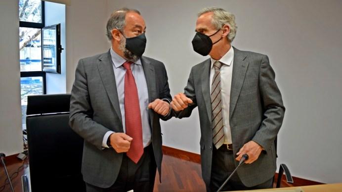 Firma del convenio © Gabinete de Comunicación UCLM