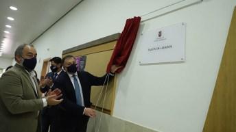 Sixto González, decano de la Facultad de Educación, Julián Garde, rector de la UCLM, y Darío Dolz, alcalde de Cuenca Inauguración del nuevo salón de grados de la Facultad de Educación