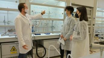 Los preuniversitarios visitaron los laboratorios de la Facultad de Ciencias y Tecnologías Químicas y el ITQUIMA. © Gabinete de Comunicación UCLM