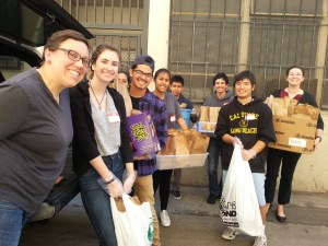 2016-11-6-bringing-in-300-bagged-lunches