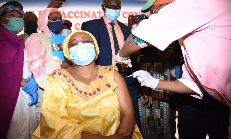 """Photo of The Vaxzevria vaccine against COVID 19 launched in Mali: """"We are confident and very sure"""", said Professor Seydou Doumbia"""