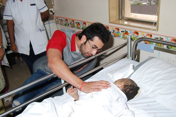 Ranbir Kapoor narrating stories to the kids in hospital