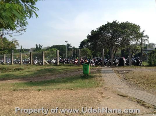 Tempat parkir sepeda motor di bandara Soekarno Hatta