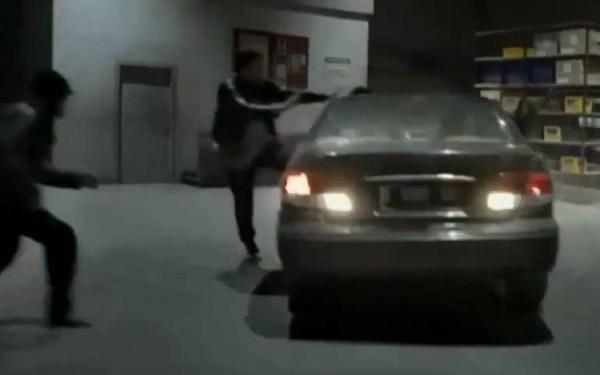 Adegan Stuntman ditabrak mobil di film The Raid 2 Berandal