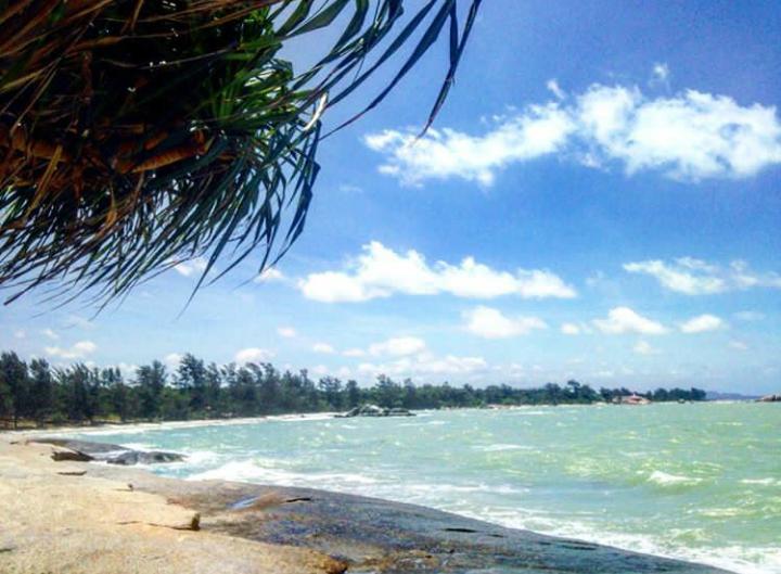 Pantai Penyabong di Belitung Selatan