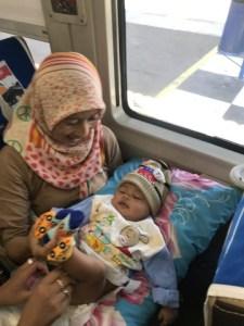 Naik KA Tawang Jaya Premium dengan bayi 10