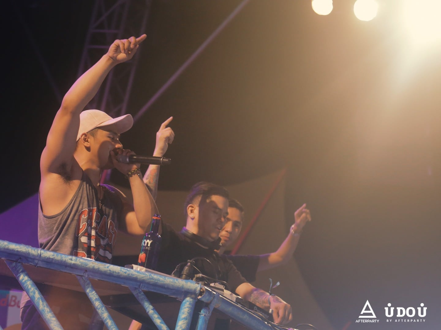 Victor Pring and DJ X Factor performing at Summer Siren 2017