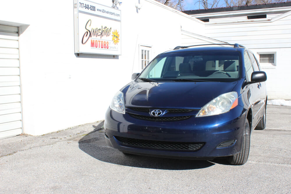 2006 Toyota Sienna Front Side Buy Here Pay Here York PA