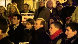 Prière de rue de Civitas devant l'Assemblée nationale