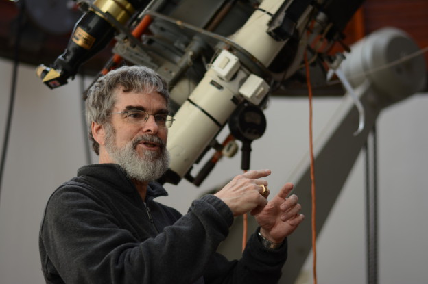 The Vaticans Astronomer believes religion and Aliens can work together!