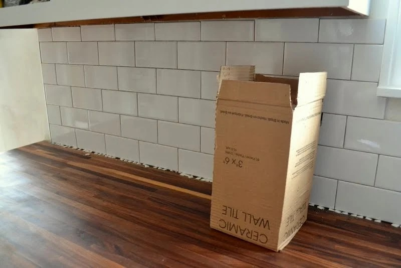 How To Tile A Backsplash In The Kitchen Ugly Duckling House