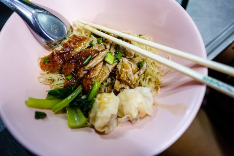 Fried noodles with crispy duck and wonton