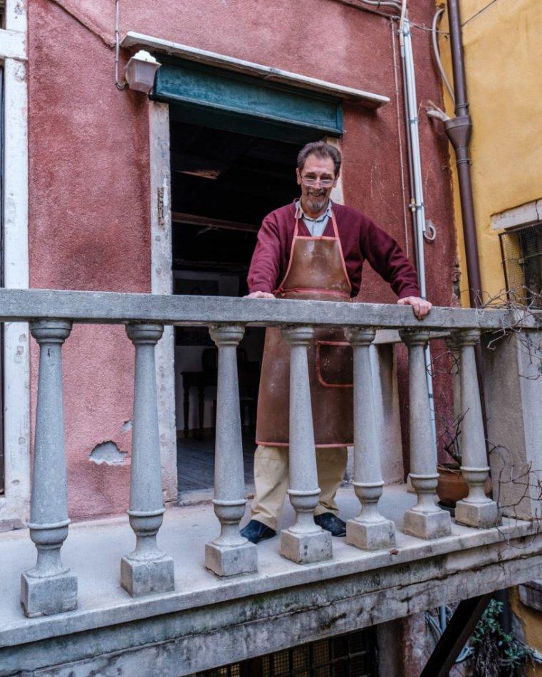 Roberto in front of his workshop's door