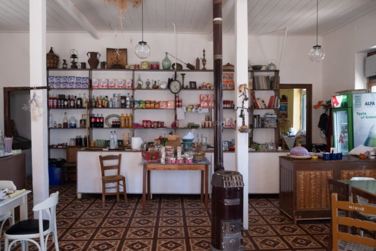 All-in-one: taverna, bar and market in the mountain village of Anogi