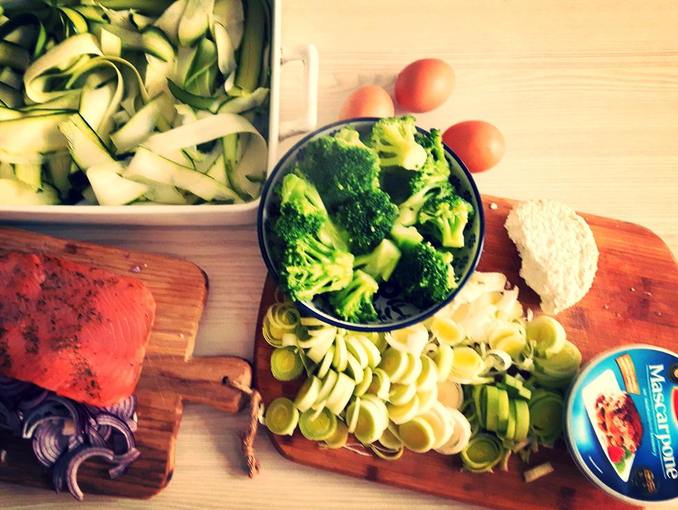 Zapiekanka warzywna z łososiem i twarogiem