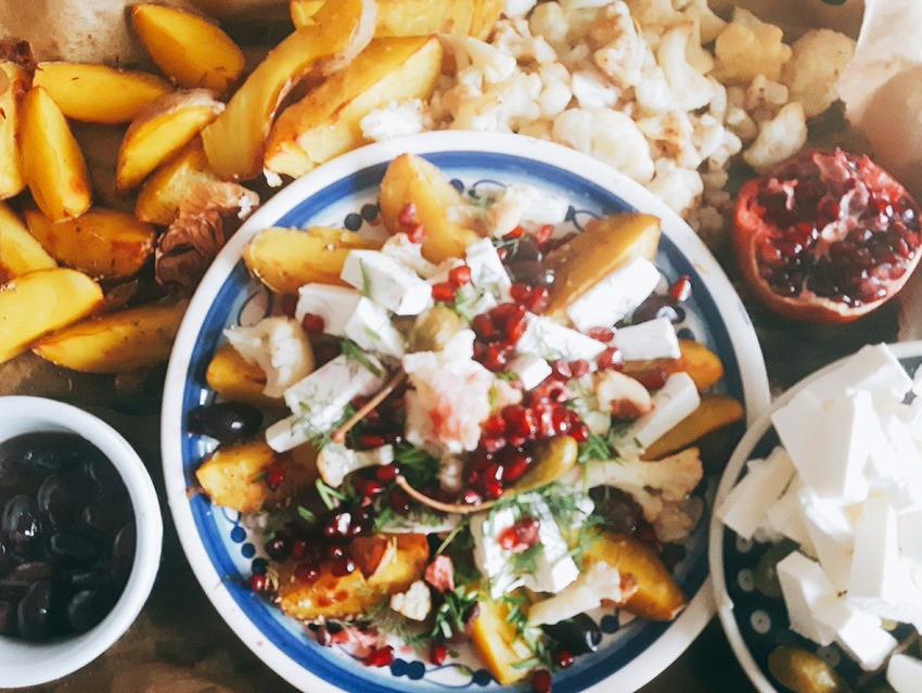 Sałatka z pieczonych warzyw z fetą i cynamonem